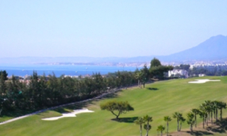 Luxe villa te koop in golf resort te Marbella east 1