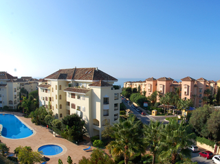 Beachside luxe appartement te koop, Elviria, Marbella east
