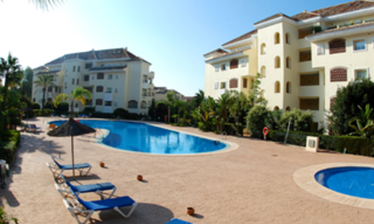 Beachside luxe appartement te koop, Elviria, Marbella east 21