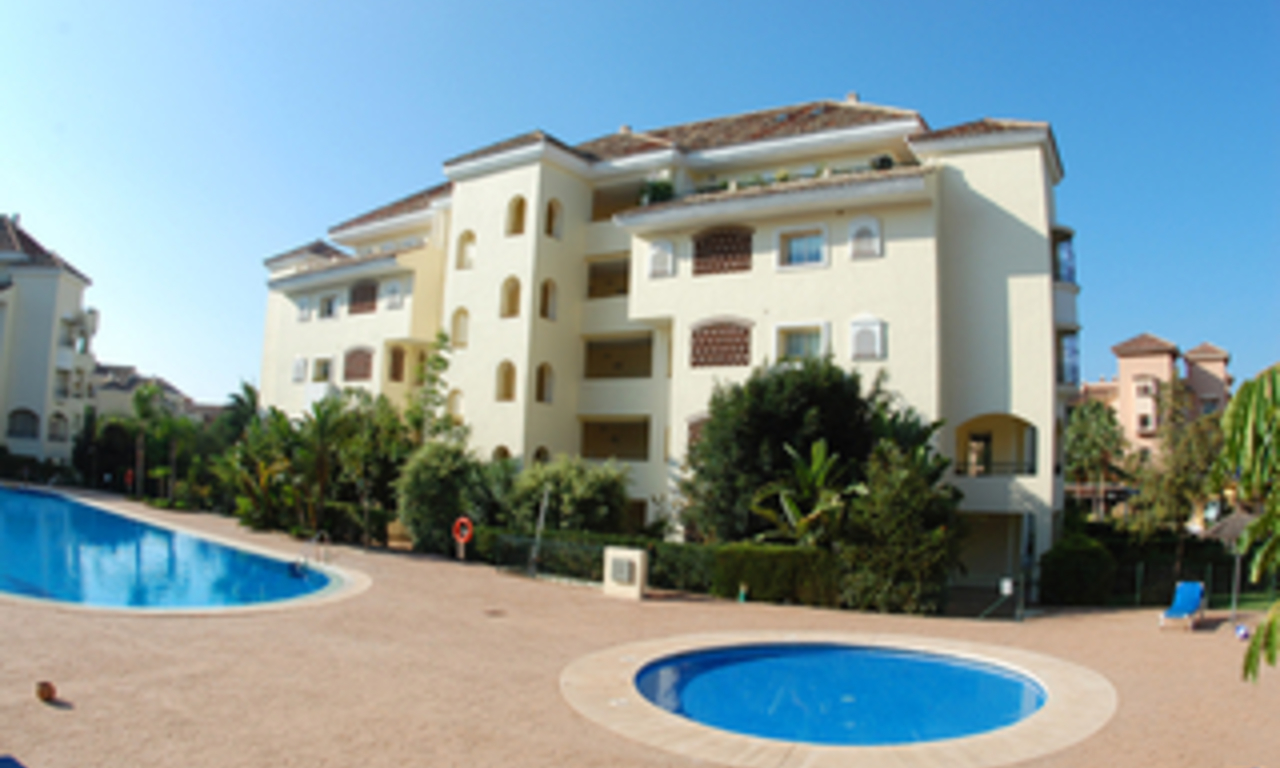 Beachside luxe appartement te koop, Elviria, Marbella east 22