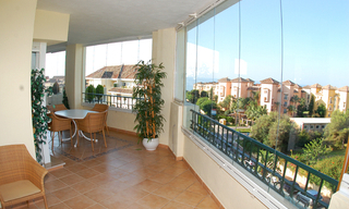 Beachside luxe appartement te koop, Elviria, Marbella east 3