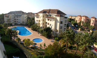 Beachside luxe appartement te koop, Elviria, Marbella east 1