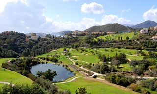 Bargain golf appartement te koop op golfcourse, Marbella - Benahavis 0
