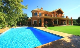 Luxueuze villa te koop, gated secure golf resort, Marbella Benahavis Costa del Sol 1