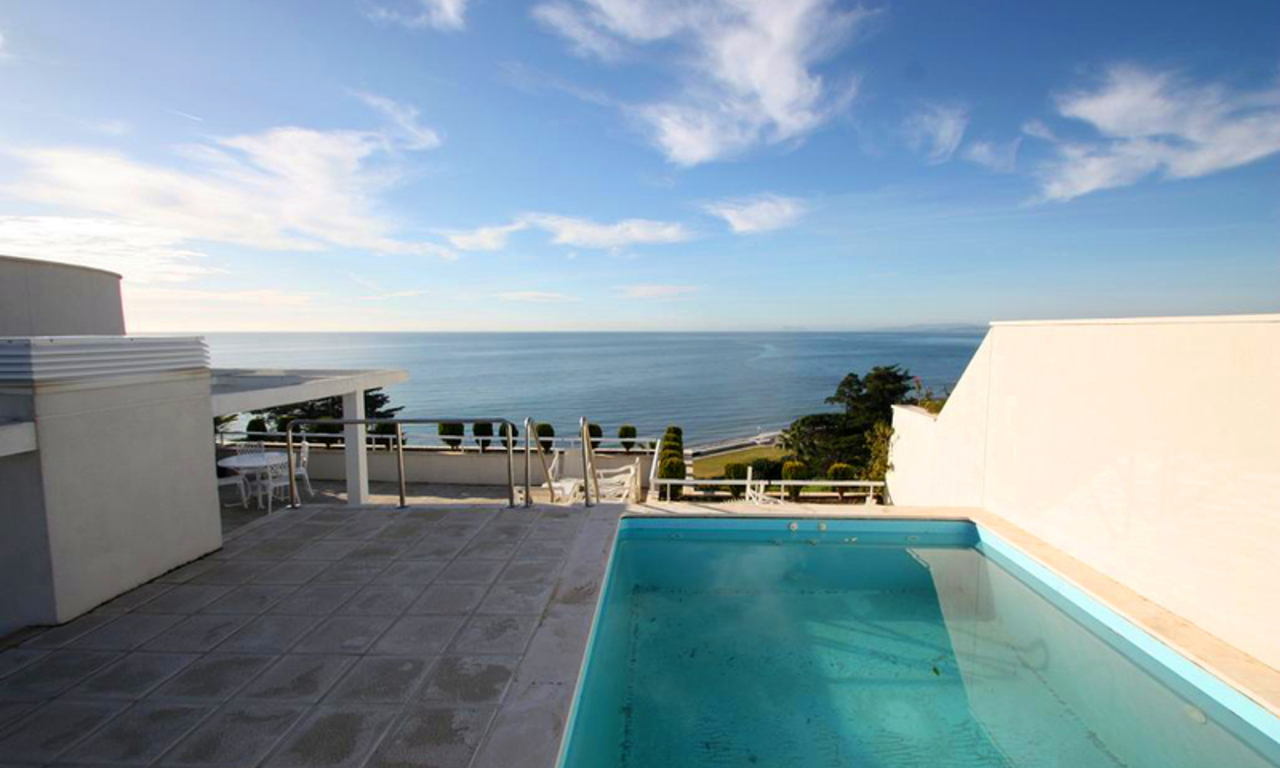 Estepona New Golden Mile: beachfront penthouse te koop 0