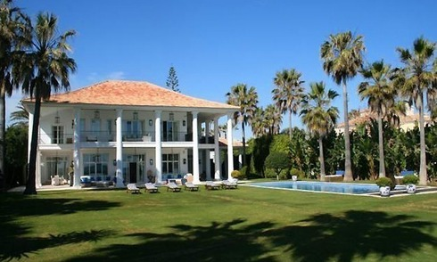 Luxe Villa te koop, direct aan strand in Marbella West