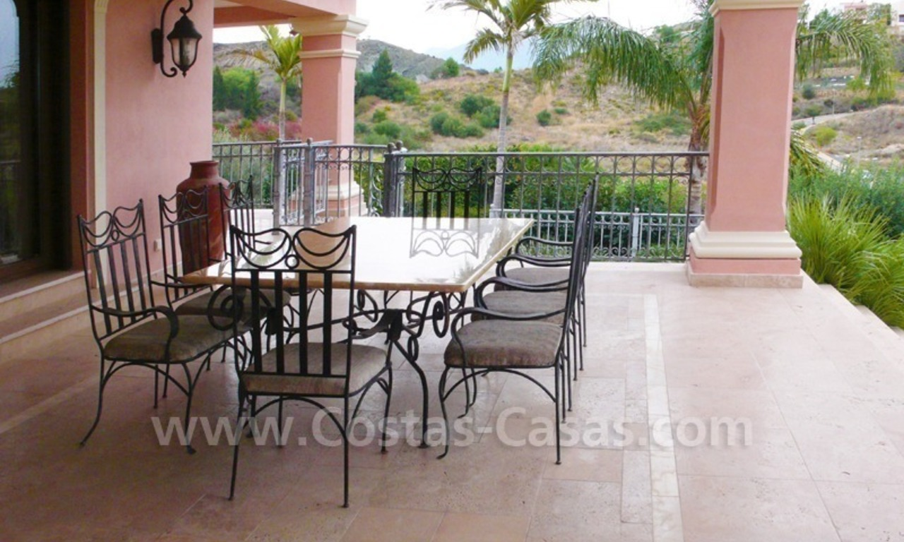 Exclusieve ruime villa mansion te koop direct aan de golf in Marbella - Benahavis 8