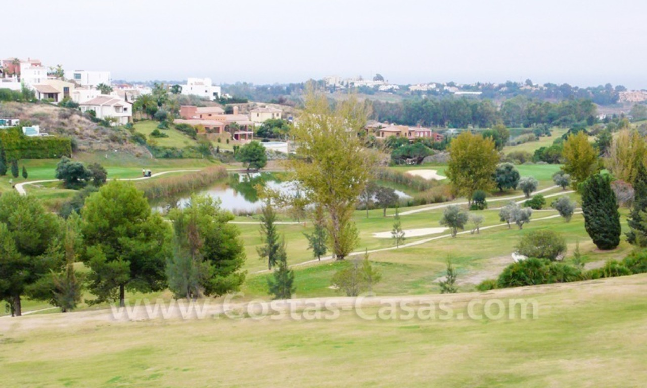 Exclusieve ruime villa mansion te koop direct aan de golf in Marbella - Benahavis 10