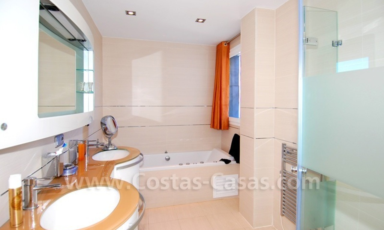 Beachfront modern appartement te koop, Golden Mile, Marbella 20