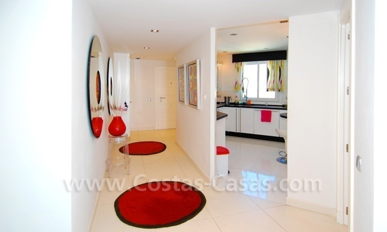 Beachfront modern appartement te koop, Golden Mile, Marbella 11