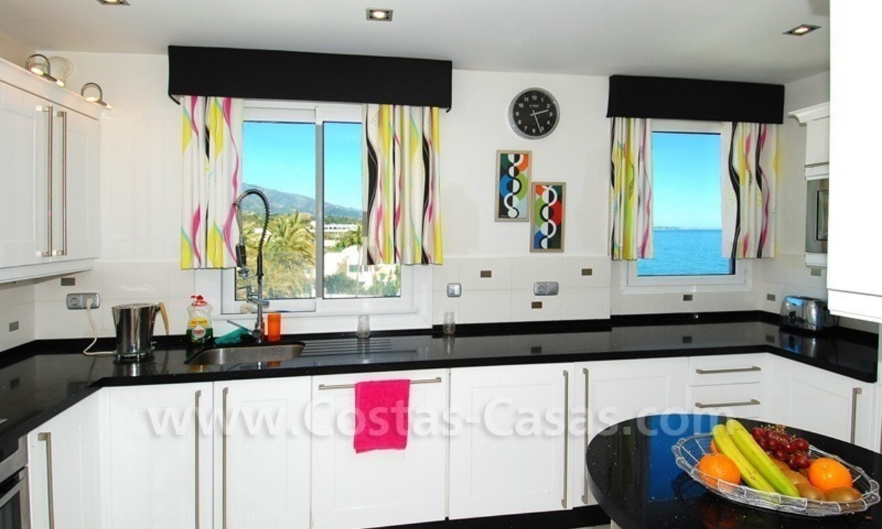 Beachfront modern appartement te koop, Golden Mile, Marbella 13
