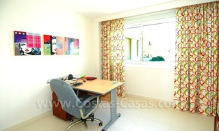 Beachfront modern appartement te koop, Golden Mile, Marbella 17