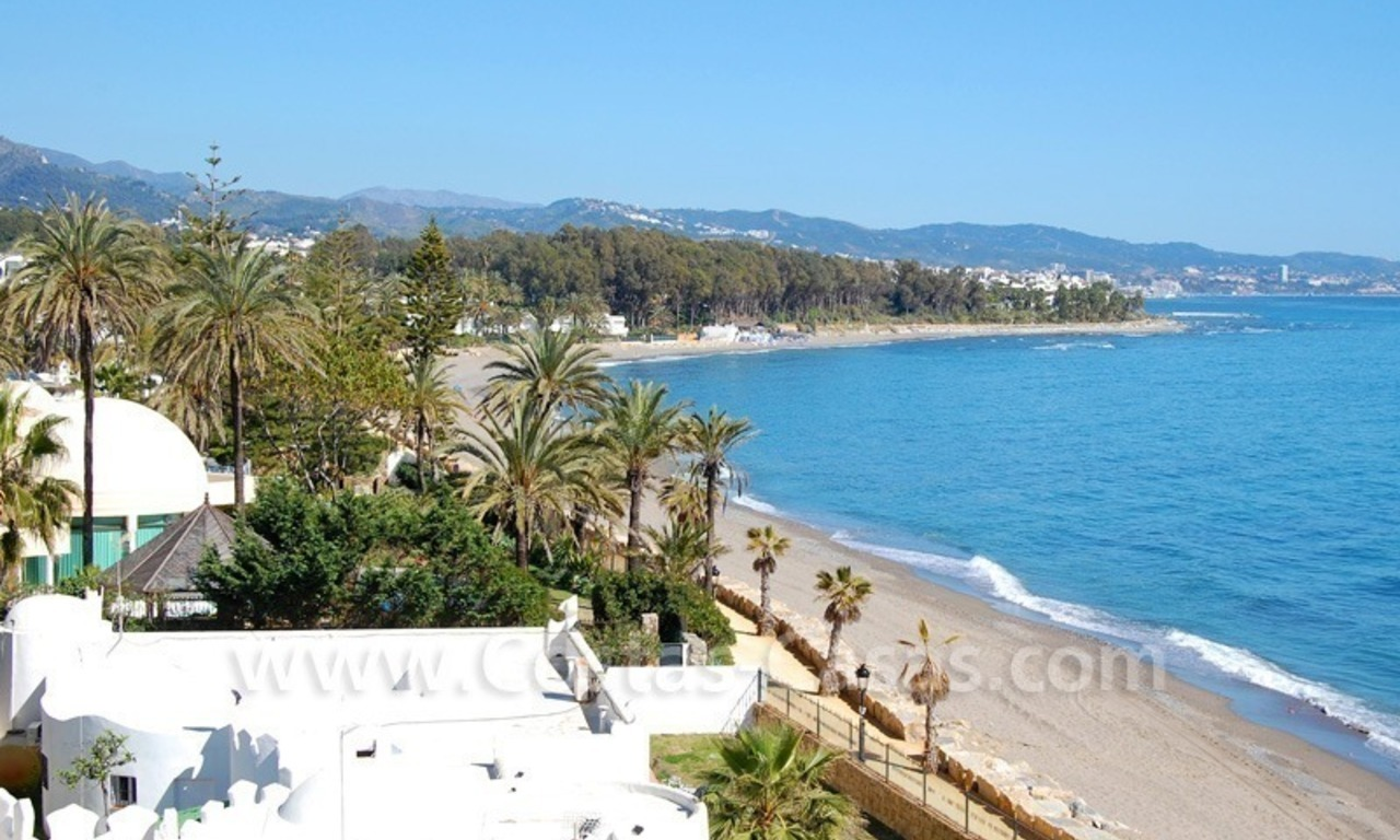 Beachfront modern appartement te koop, Golden Mile, Marbella 1