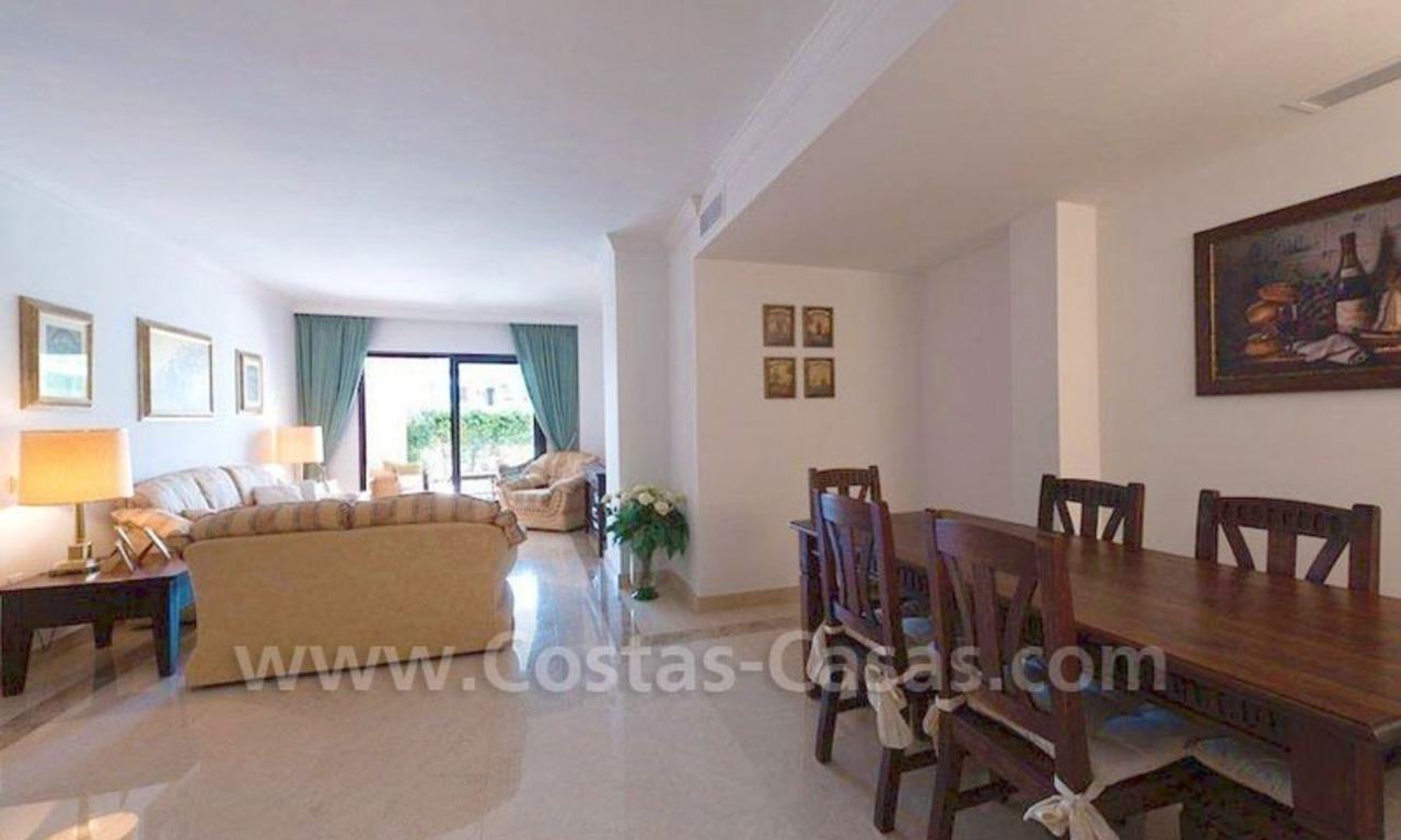 Beachside appartement te koop in Marbella 9