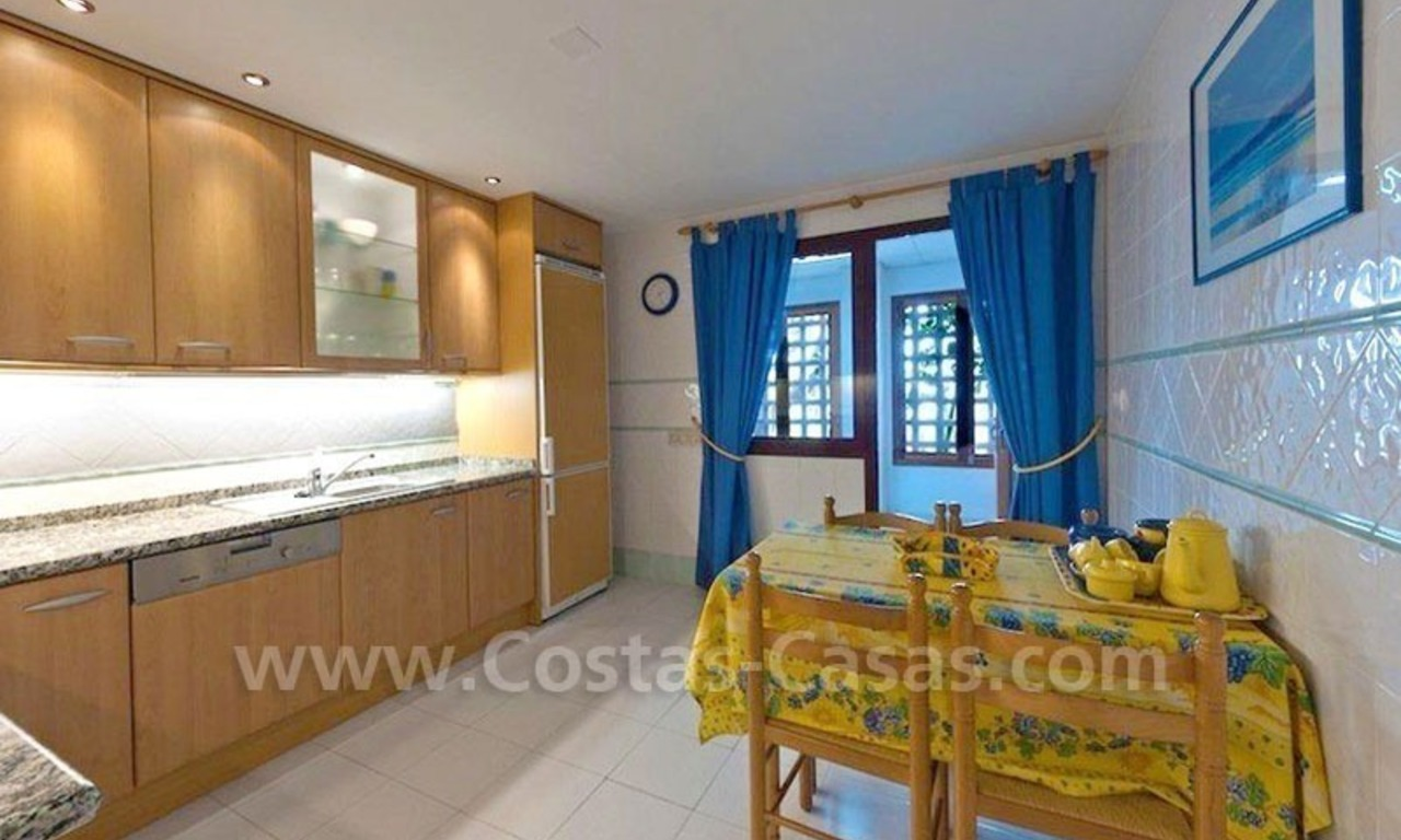 Beachside appartement te koop in Marbella 11