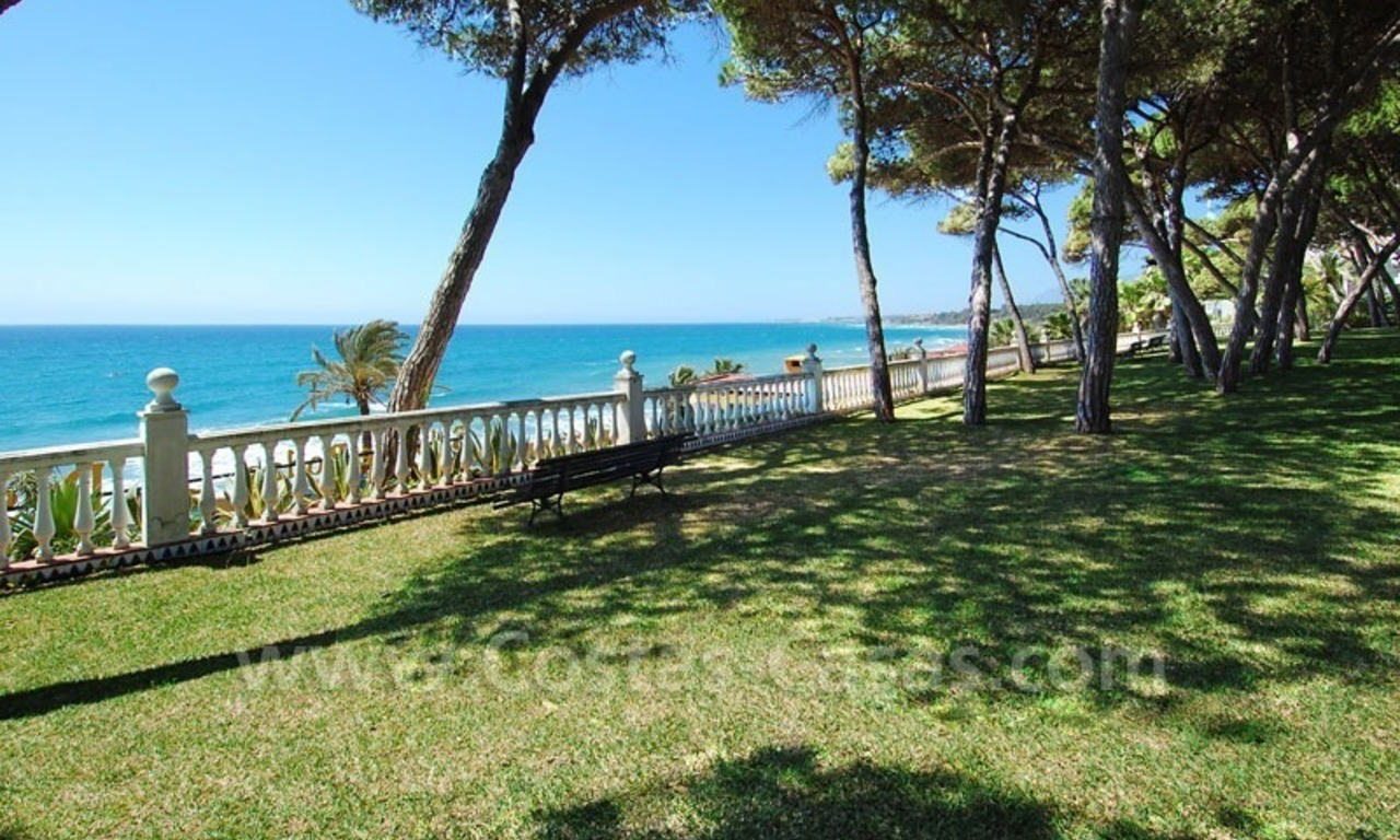 Ruim appartement te koop in een beachfront complex aan de Golden Mile in Marbella 0