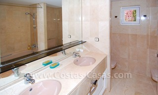 Ruim appartement te koop in een beachfront complex aan de Golden Mile in Marbella 29