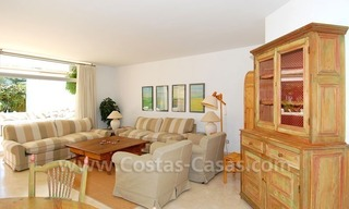 Ruim appartement te koop in een beachfront complex aan de Golden Mile in Marbella 23