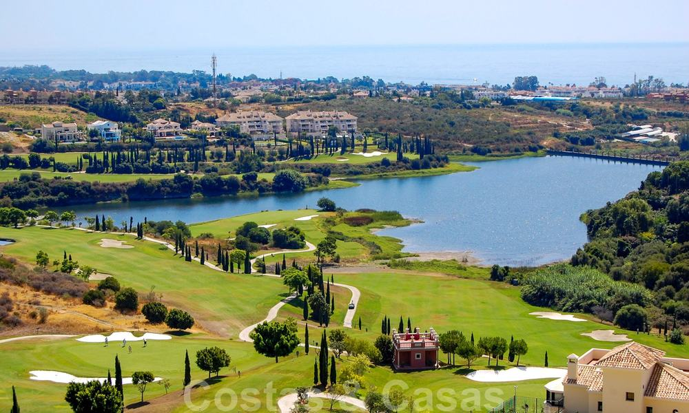 Golf appartementen te koop in 5* golfresort, Marbella - Benahavis 24006