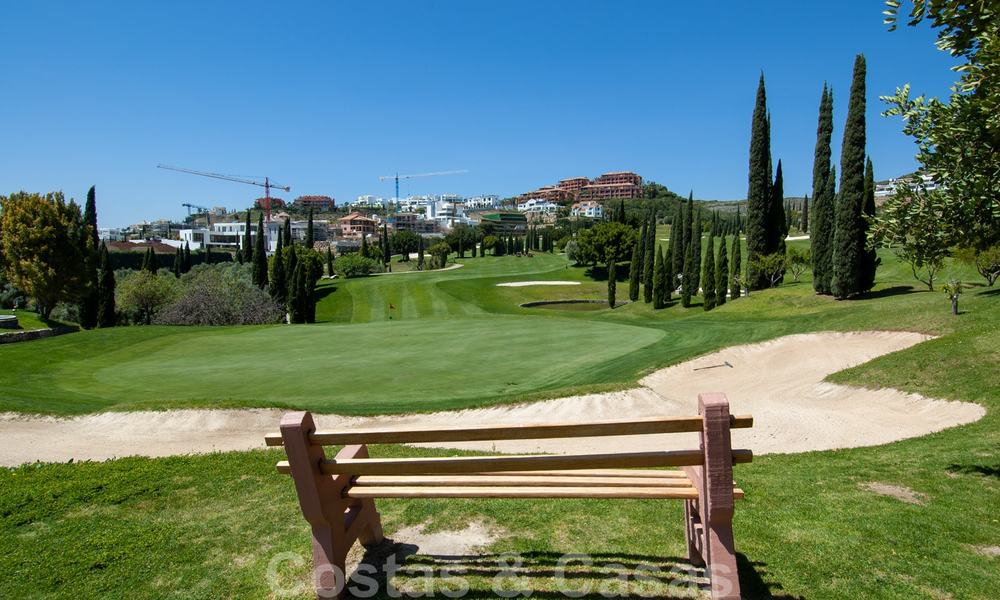 Golf appartementen te koop in 5* golfresort, Marbella - Benahavis 24018