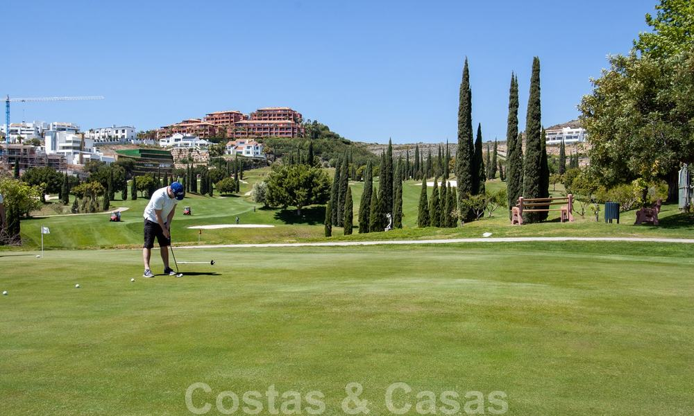 Golf appartementen te koop in 5* golfresort, Marbella - Benahavis 24019