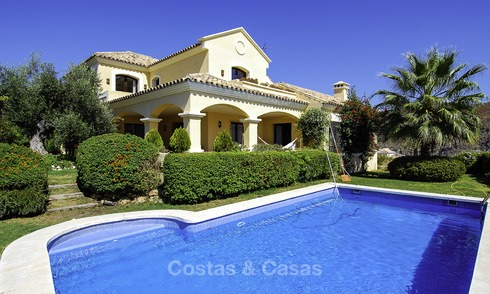 Luxe villa te koop in een gated golf resort Marbella - Benahavis 14077